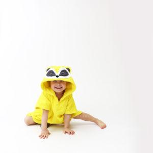 махровое пончо с капюшоном для детей с мордочкой енот
