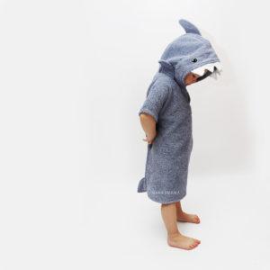 махровое пончо акула с капюшоном для взрослых и детей